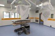 Operačná sála počas prehliadky výstavby pavilónu Detského kardiocentra v Národnom ústave srdcových a cievnych chorôb v Bratislave 10. októbra 2019.