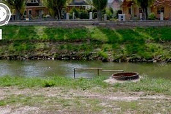 V apríli 2012 bola šachta, do ktorej o mesiac neskôr spadla Vaneska, bez poklopu.