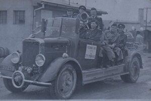 Prvé hasičské auto v obci v roku 1954.
