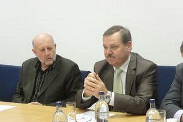 Starosta Tešedíkova Gyula Borsányi (vpravo).