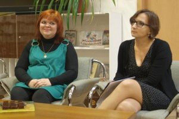 Vita Jamborová (vľavo) na besede v krajskej knižnici v Nitre.