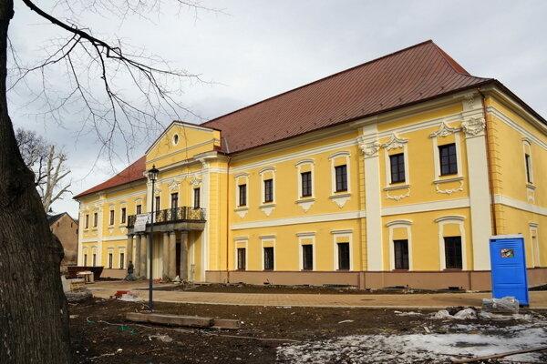 Významné osobnosti mesta predstavia v sninskom kaštieli.