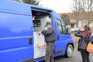 V Polichne obchod už vyše dva roky nemajú. Nakupujú v pojazdnej predajni alebo cestujú do Haliče či Lučenca.
