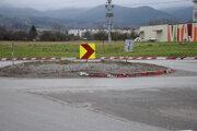 Kruhová križovatka v Košútoch mala byť v tejto podobe len dva roky.