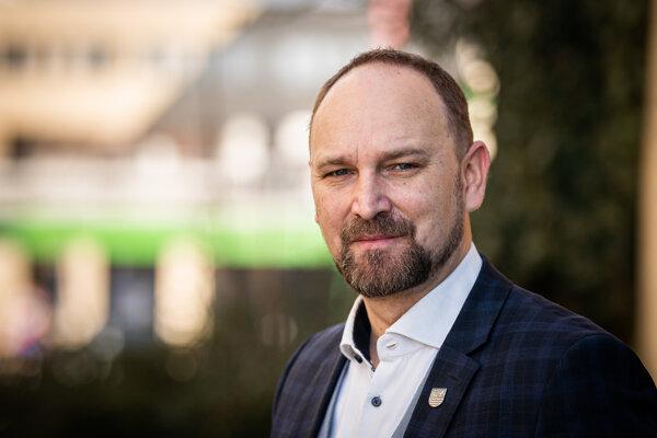 Predseda Trnavského samosprávneho kraja Jozef Viskupič počas rozhovoru pre Denník SME.