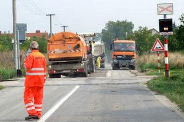 Pracovníka Regionálnej správy a údržby ciest Nitra zbil vodič, keď reguloval dopravu.