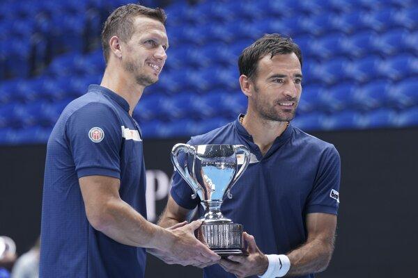 Filip Polášek s Ivanom Dodigom po triumfe na Australian Open 2021.