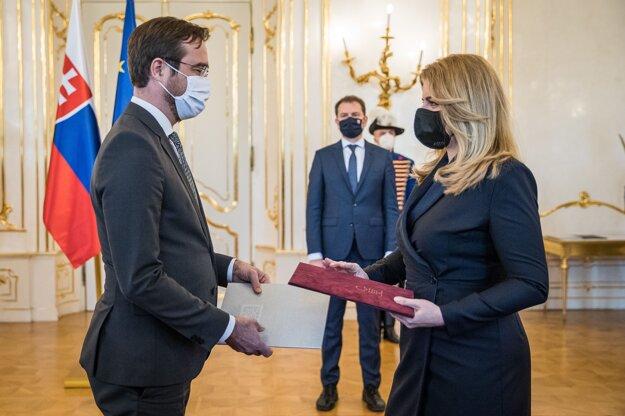 12. marec 2021. Prezidentka Zuzana Čaputová a minister zdravotníctva Marek Krajčí počas demisie.
