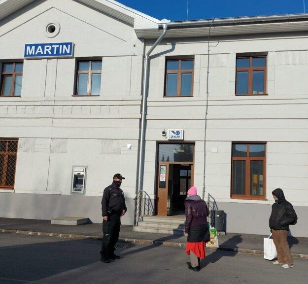 Policajti zOkresného riaditeľstva Policajného zboru vMartine vobdobí od 26. februára do 4. marca odhalili 29 prípadov porušenia povinnosti nosiť rúško.
