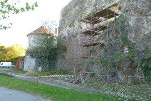 Oprava hradného múru v roku 2012.