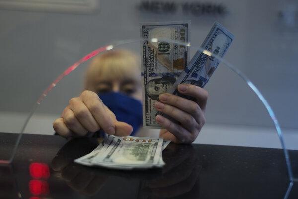 Turecká mena sa prepadla voči americkému doláru.