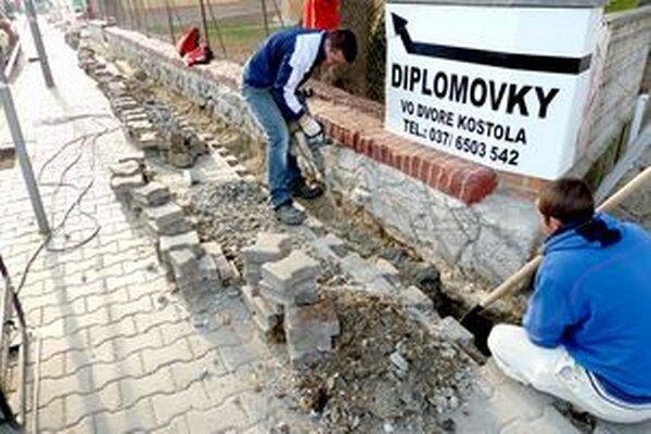Rozkopávky v centre mesta robil podnikateľ načierno.