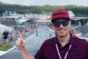Komentátor F1 Števo Eisele na rakúskom okruhu Red Bull Ring.