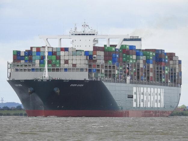 Loď Ever Given je dlhá približne 400 a široká 60 metrov.
