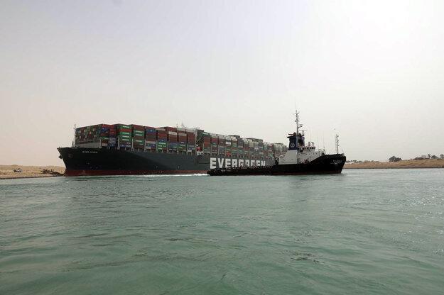 Loď Ever Given blokuje Suez.