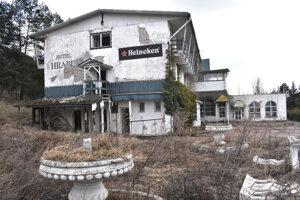 Kedysi sa v hotelovom komplexe žúrovalo, dnes je Hrabina ruinou.