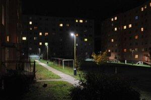 Verejné osvetlenie sa v Prešove podvečer zapne, ale potom o 20.30 na hodinu zhasne.