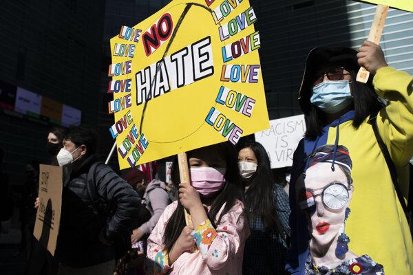 Protesty proti útokom voči ázijskej menšine v USA.