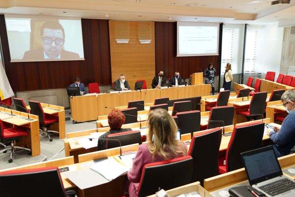 Zastupiteľstvo Prešovského samosprávneho kraja zasadalo v marci prostredníctvom videokonferencie.