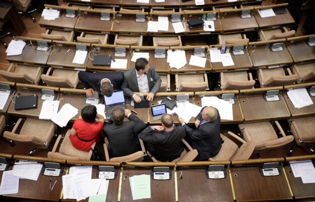 12. júl 2011, Bratislava. Poslanci Igor Matovič, Erika Jurinová, Jozef Viskupič a Martin Fecko počas rokovania 20. schôdze NR SR.