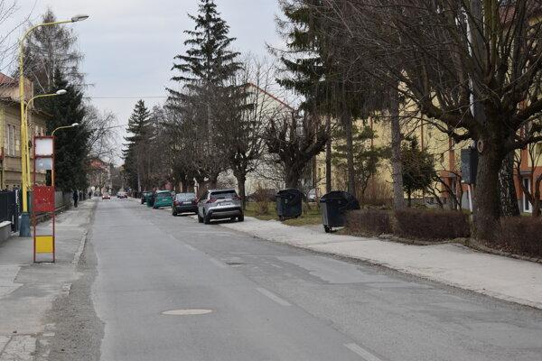 Ulicu Tarasa Ševčenka chcú zjednosmerniť a vytvoriť 91 parkovacích miest.