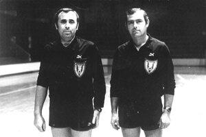 Medzinárodná rozhodcovská šalianska dvojica IHF - zľava Juraj Gyulás, Rudolf Ritter - dvadsať rokov s hrdosťou nosila na hrudi odznak IHF.
