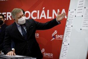Predseda strany SMER-SD Robert Fico počas tlačovej besedy strany Smer - sociálna demokracia na tému: Daniel Lipšic ako najzbytočnejší špeciálny prokurátor prekáža spravodlivosti pri preverovaní zlyhaní súčasnej vlády SR.