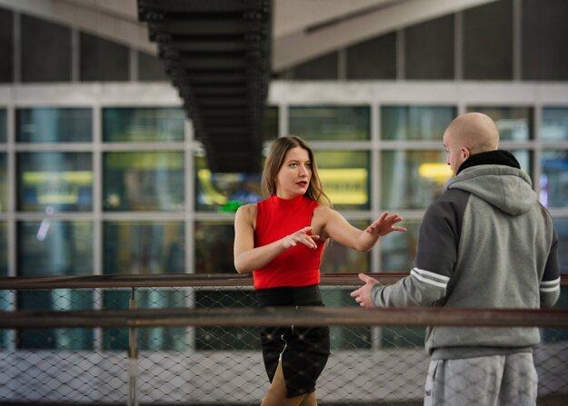Sexuálne obťažovanie na ulici môže mať rôzne formy.