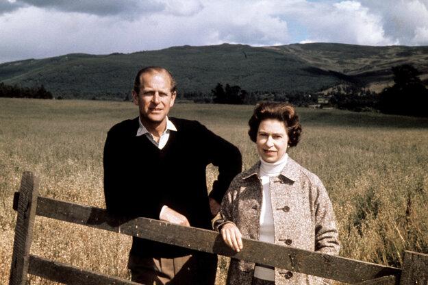 Na archívnej snímke z 1. septembra 1972 s manželkou Alžbetou II.