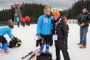 Švédska sympaťáčka Frida Hansdotterová (vľavo) získala vsezóne 2015/2016 malý glóbus za slalom.