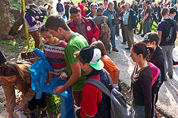 Zobor a okolie včera čistilo približne 150 ľudí.