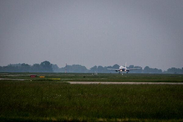 Vzlet lietadla na bratislavskom Letisku M. R. Štefánika.