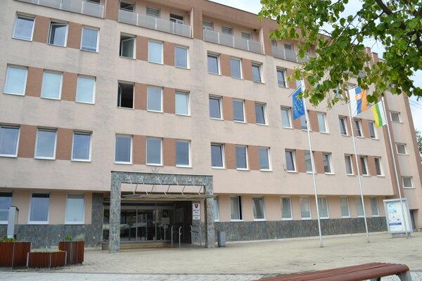Sninský mestský úrad má k dispozícii päť služobných áut.