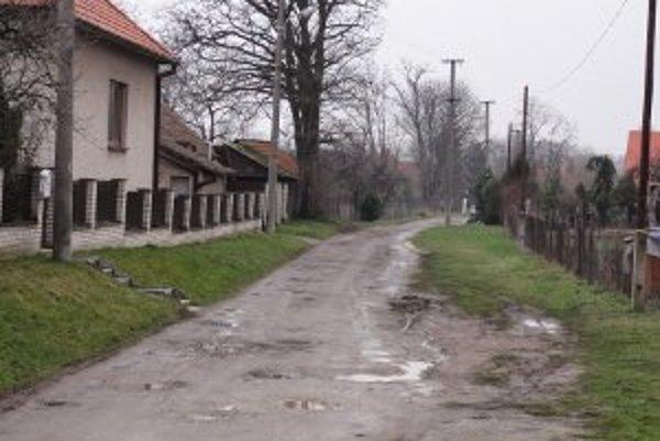 Takto vyzerá jedna z mestských ciest v Chyzerovciach.