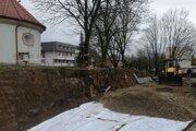 Pri terénnych úpravách objavili robotníci zvyšky hrobov.