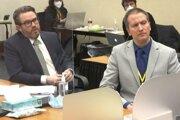 Obvinený Derek Chauvin (vpravo) a obhajca Eric Nelson.