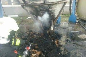 Na mieste zasahovalo desať hasičov.