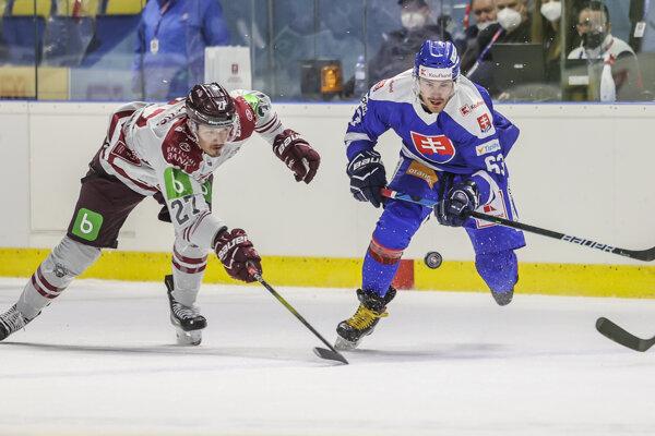 Patrik Lamper (vpravo) v prípravnom zápase proti Lotyšsku pred MS 2021.