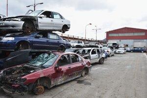 Areál spoločnosti ZSNP Recykling, ktorá sa zaoberá ekologickým spracovaním starých vozidiel.