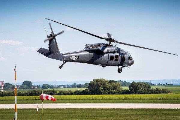 Vrtuľník košického výcvikového strediska STA Sikorsky UH-60 Black Hawk.