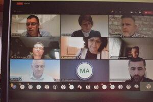 Sninskí poslanci rokovali online.