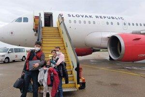 Sebi, jeho rodičia aj staršia sestrička odleteli v piatok 30. apríla z Bratislavy vládnym Airbusom A319 do Bostonu
