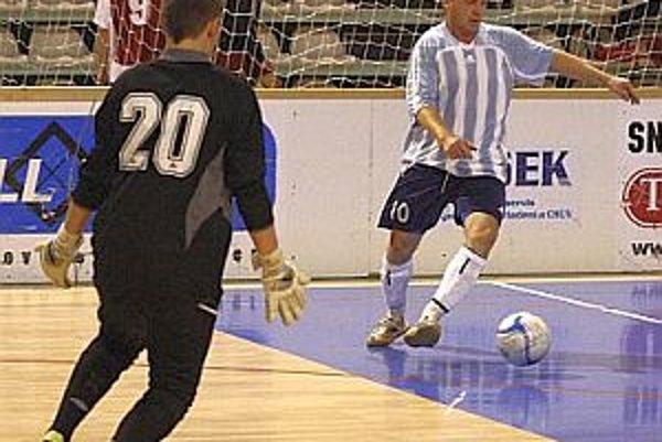 V jednom z prvých zápasov Rumanová porazila Rišňovce 6:3.