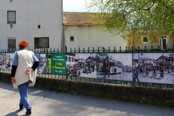 Výstava fotografií Deža Németha v Šuranoch pripomína 1. máj v 50. rokoch.