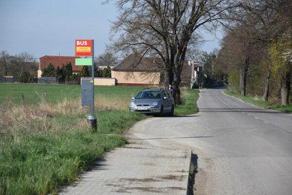Začali sa práce na druhej etape chodníka pri ceste do Nozdrkoviec.