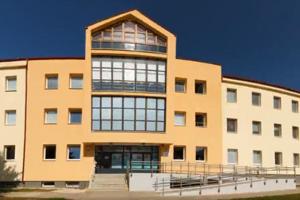 Stredná zdravotnícka škola v Humennom je otvorená od tretieho mája. Pridajú sa k nej ďalšie školy.