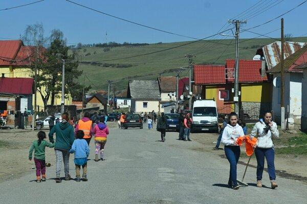 V obci Lomnička sa vyše tri mesiace nedarí uhasiť ohnisko nákazy koronavírusom.