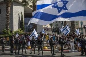 Kordón izraelských vojakov v meste Lod.