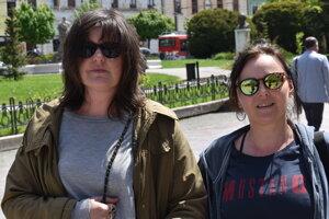 Katarína Krajňáková (vľavo) a Štefánia Fabianová na pešej zóne v Prešove.