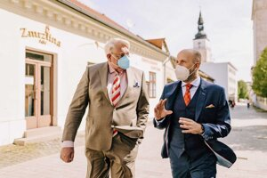 Primátor Peter Bročka (vpravo) počas nedávnej návštevy holandského veľvyslanca v Trnave.